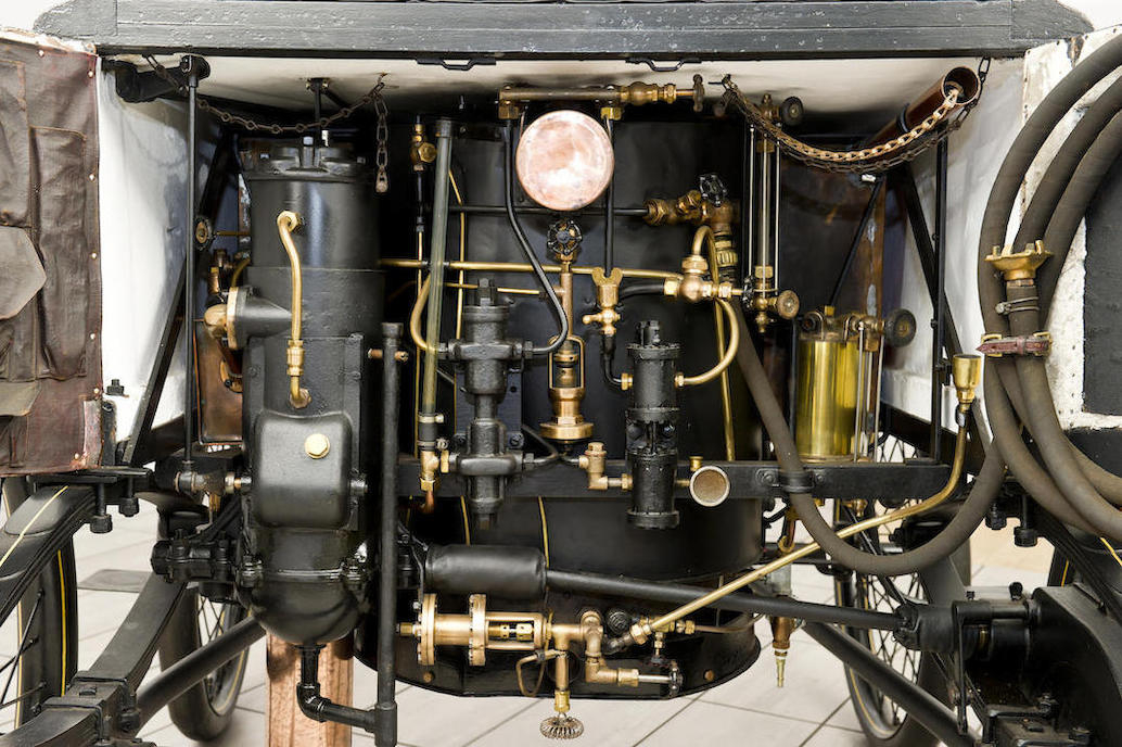 The steam engine and boiler of the 1897 Hart steam car.