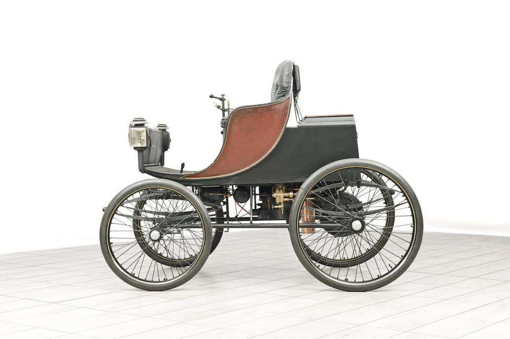 The design of the Hart Steam carriage is sensible and practical.