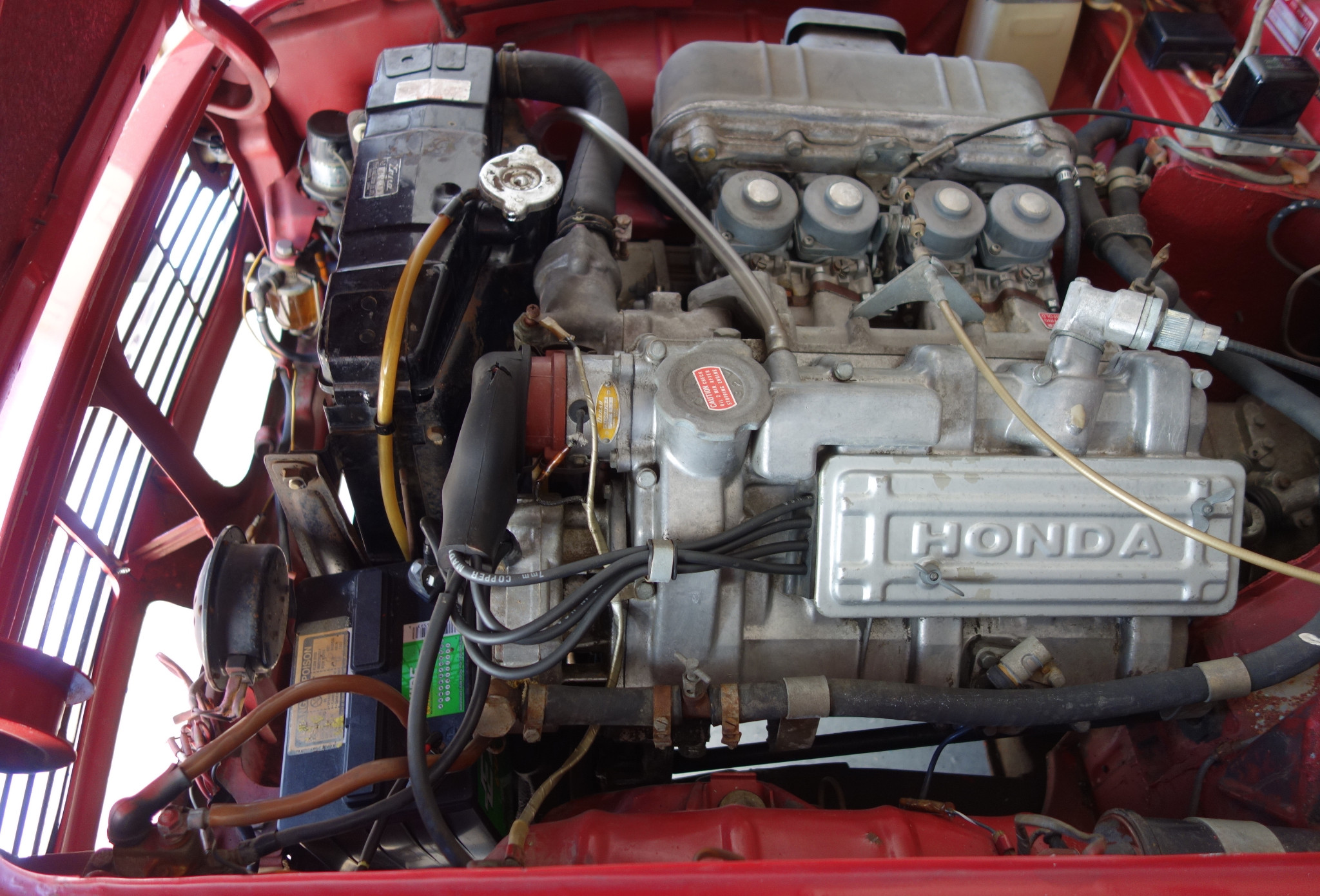 Opening the engine bay of the Honda S600 the first thing that strikes you are the four carburettors, one for each cylinder, similar to Honda sports motorcycles of the period.