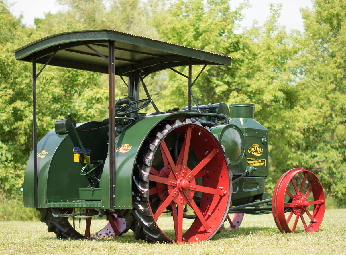 This 1926 Advance-Rumely Model R 25-45 Oil Pull is an example of the more advanced late model Oil Pull models.