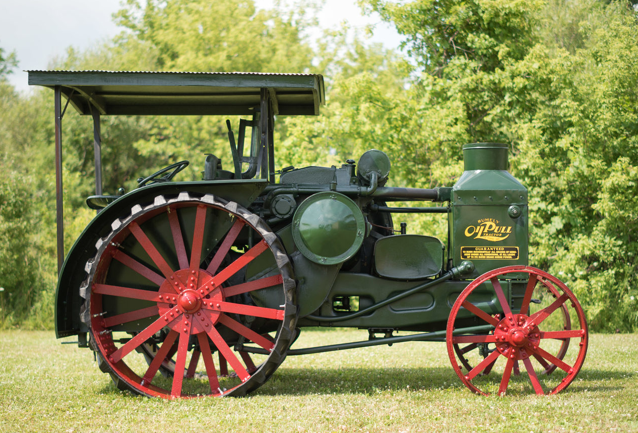 This 1926 Advance-Rumely Model R Oil Pull traction engine is coming up for sale by Mecum Auctions.