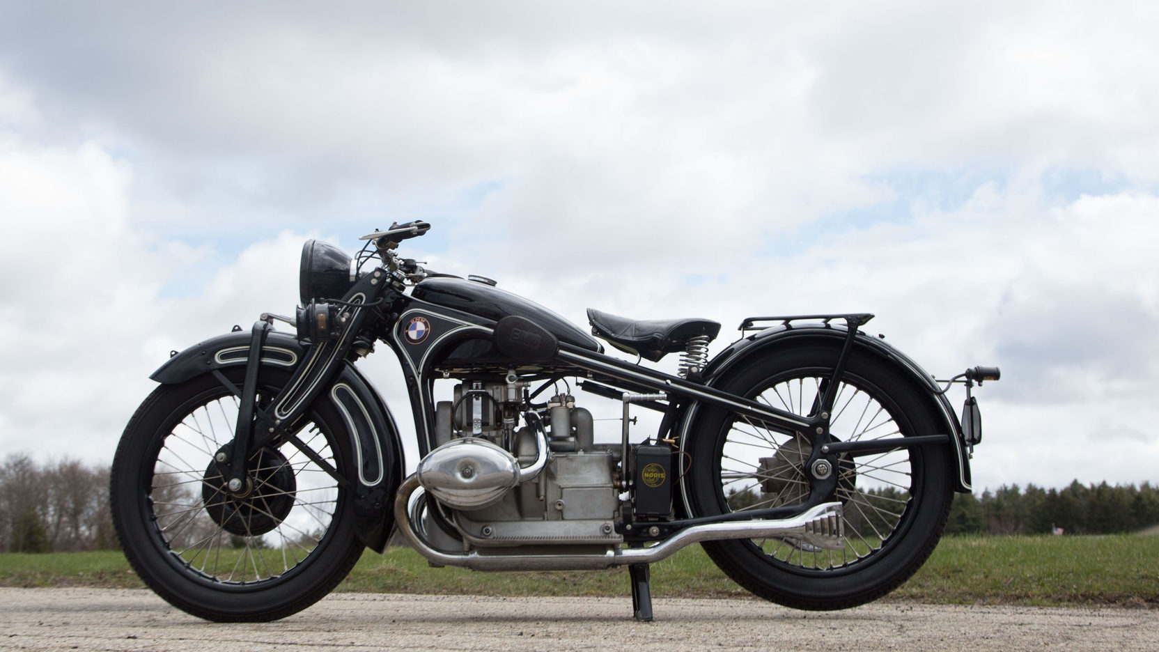 The BMW R16 is a modern looking motorcycle despite the fact that it was designed and made between 1929-1934.