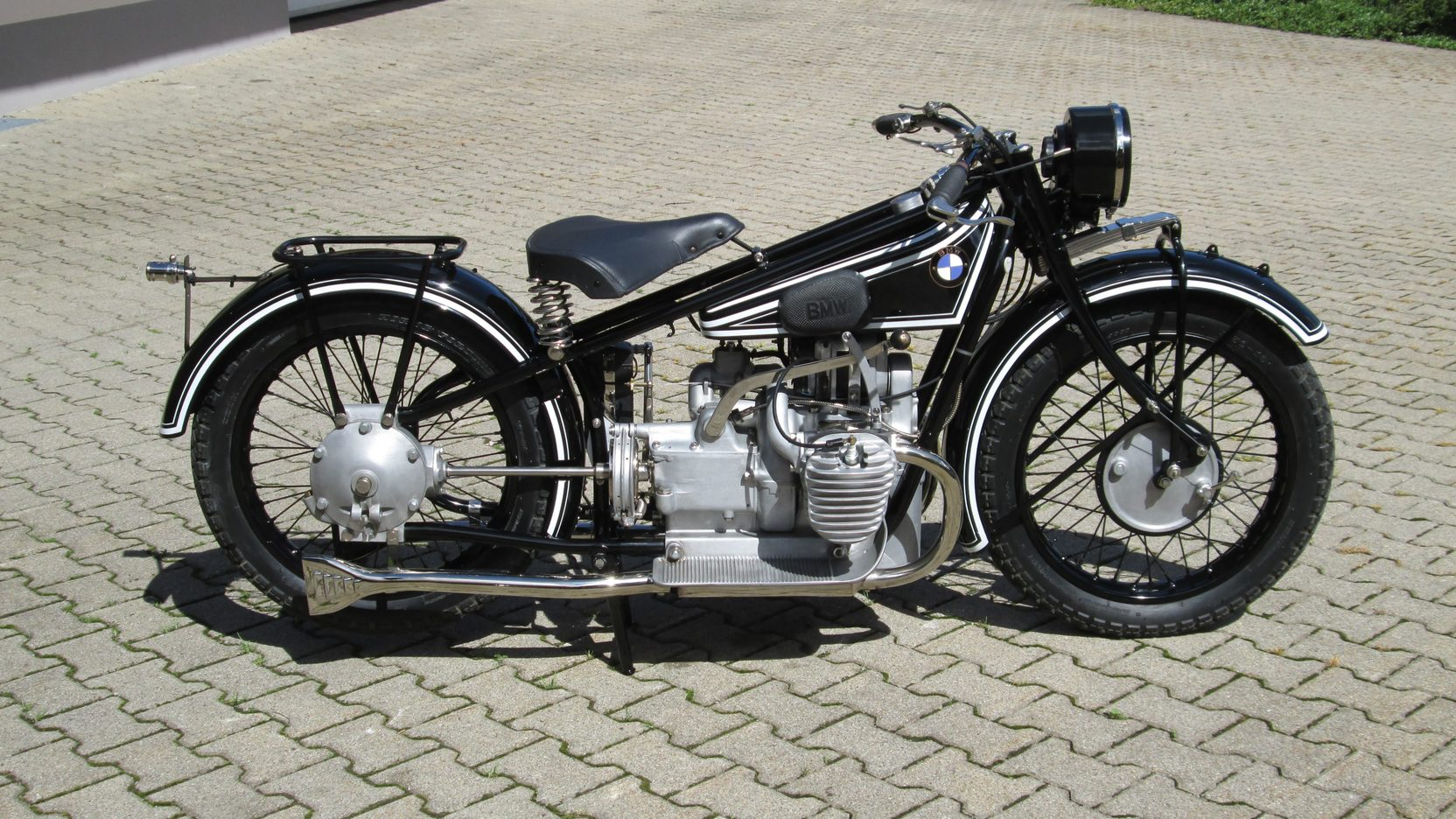 The BMW R52 was the final development of the original R32 and came after the R42, each being an improved design over the other.