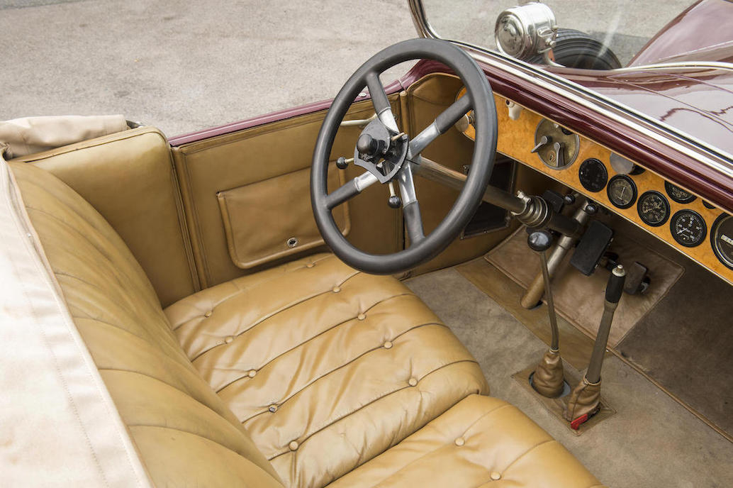 This 40/50hp Rolls-Royce has a typical Rolls-Royce interior of the twenties and early thirties.
