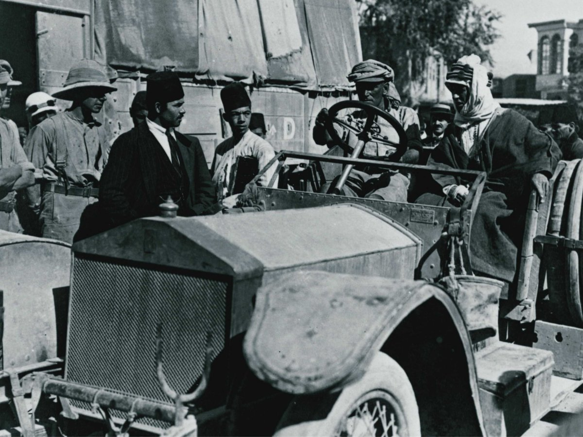 T.E. Lawrence and driver in Rolls-Royce 40/50hp Silver Ghost with wartime coachwork during the Desert Campaign against the Ottoman Turkish Empire. (Picture courtesy stamfordadvocate.com).