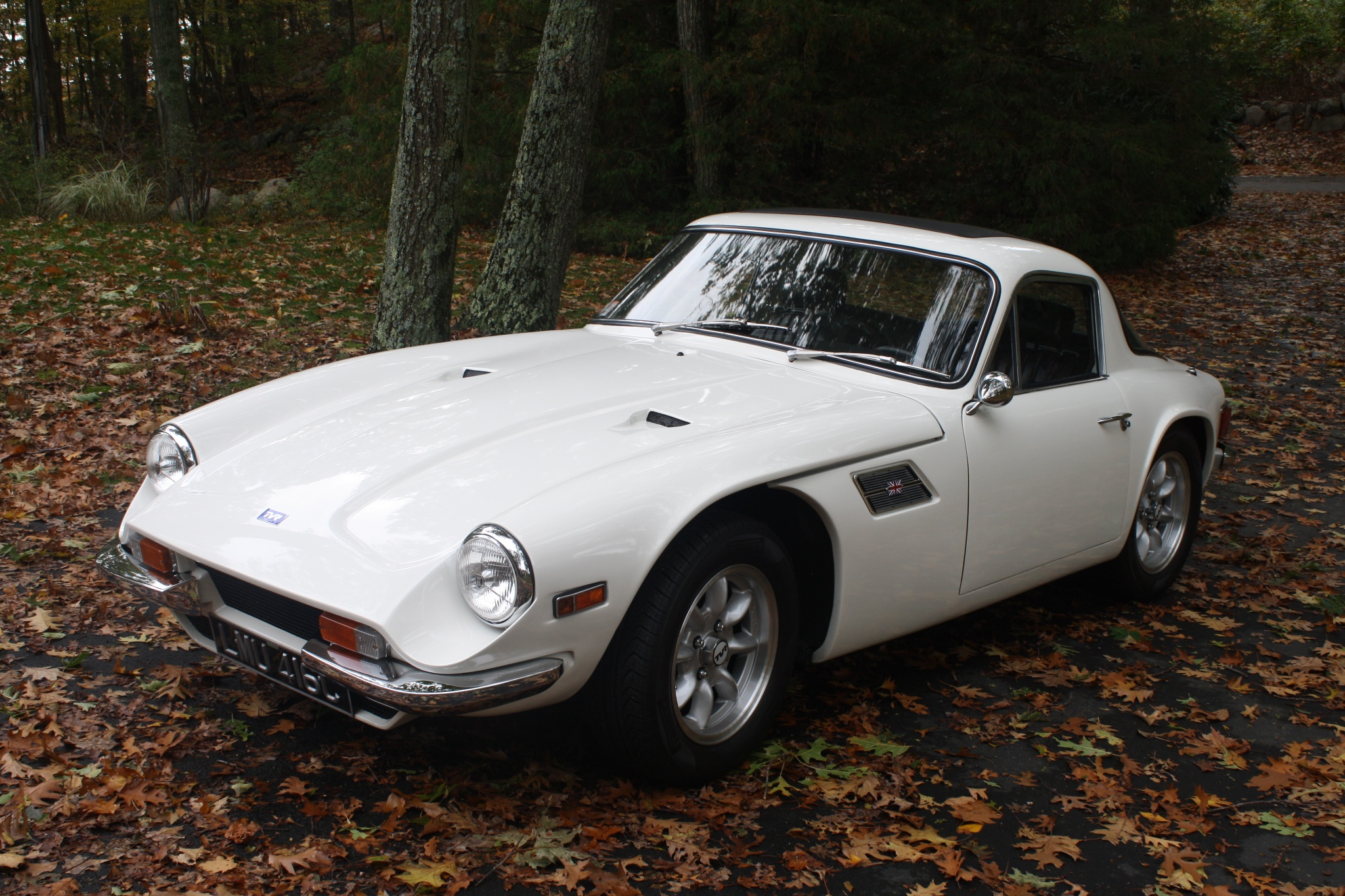 The TVR 2500M looks very similar to the TVR Grantura of 1958. Yet the design does not look dated.