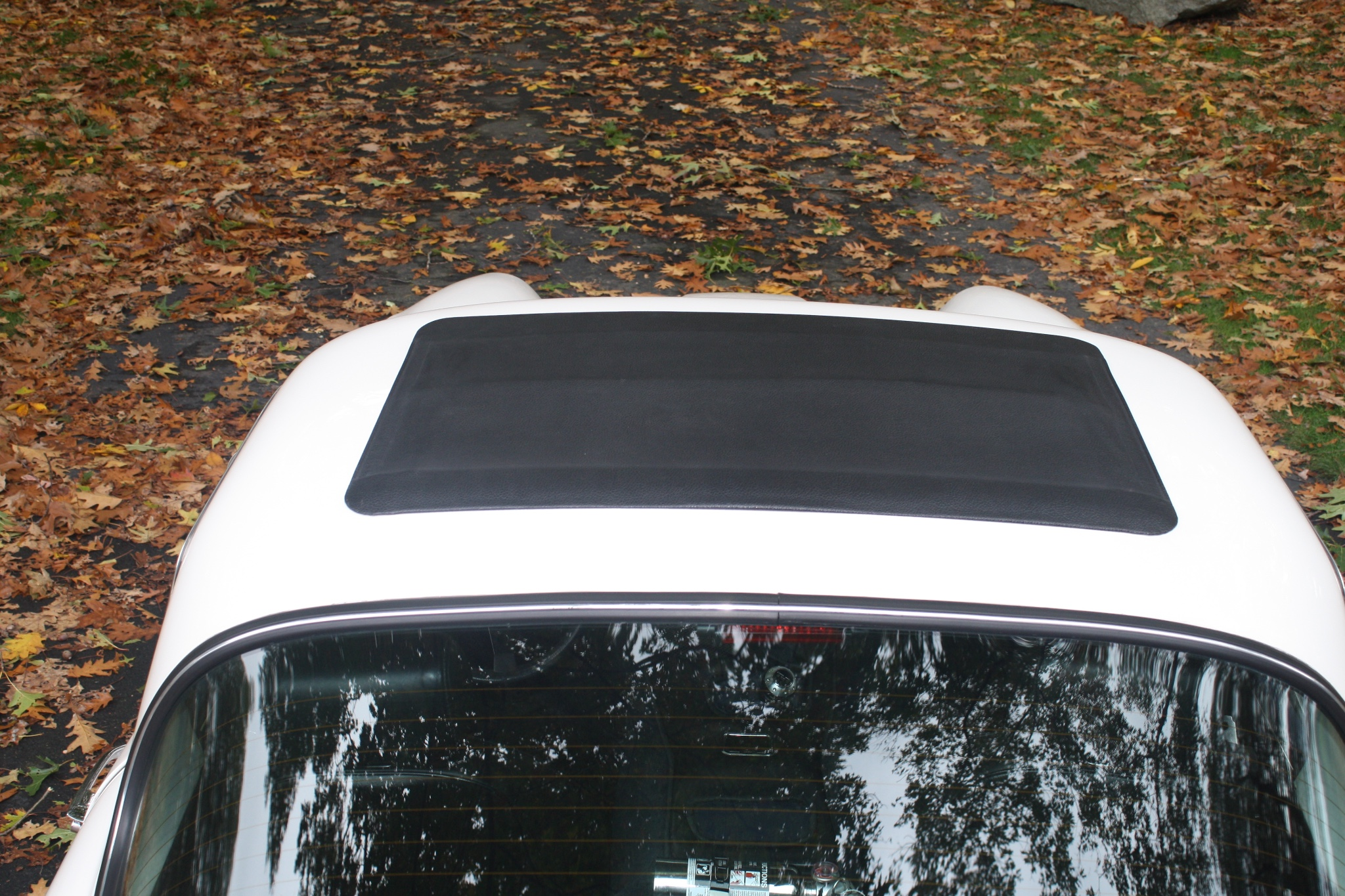 The TVR 2500M in our pictures is fitted with a sun roof.