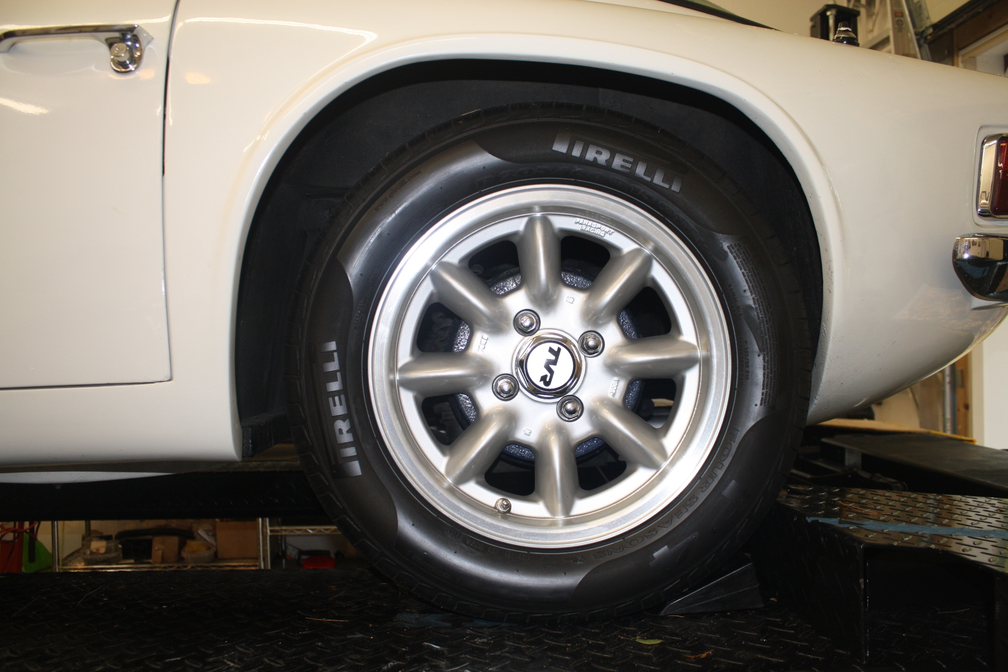 This TVR 2500M has been fitted with 15″ Panasport wheels but comes with the original 14″ Gemini-style wheels also.