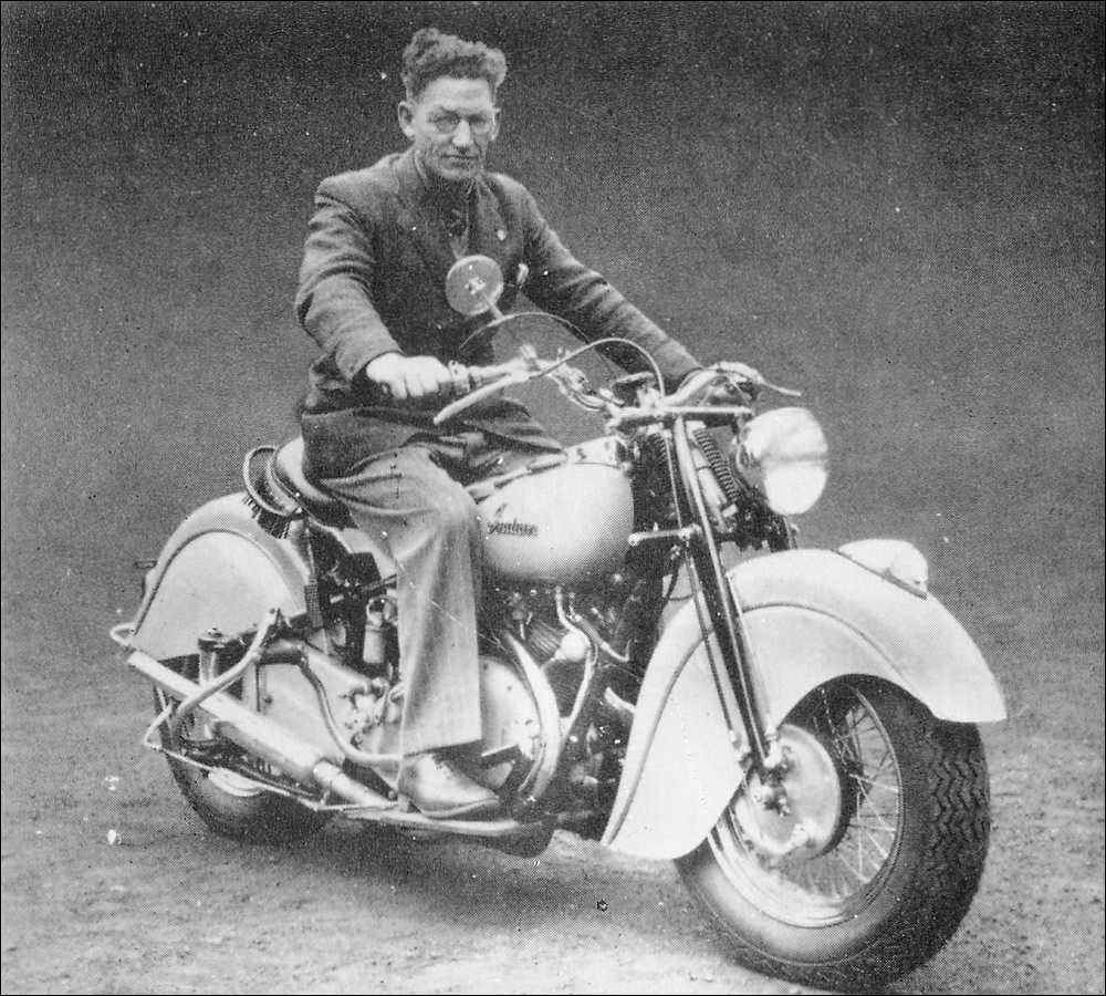 Two prototype Indian/Vincent hybrids were built. The first was an Indian Chief with a 998cc Vincent Rapide V twin engine shoehorned in. (PIcture courtesy ensanian.com).