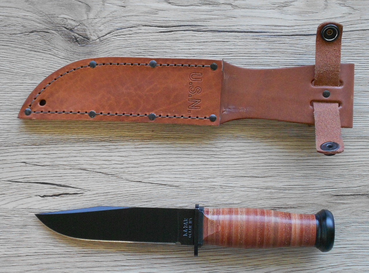 The classic Ka-Bar US Navy Mark 1 knife comes with a classic leather sheath which is of good thickness leather and very well made.
