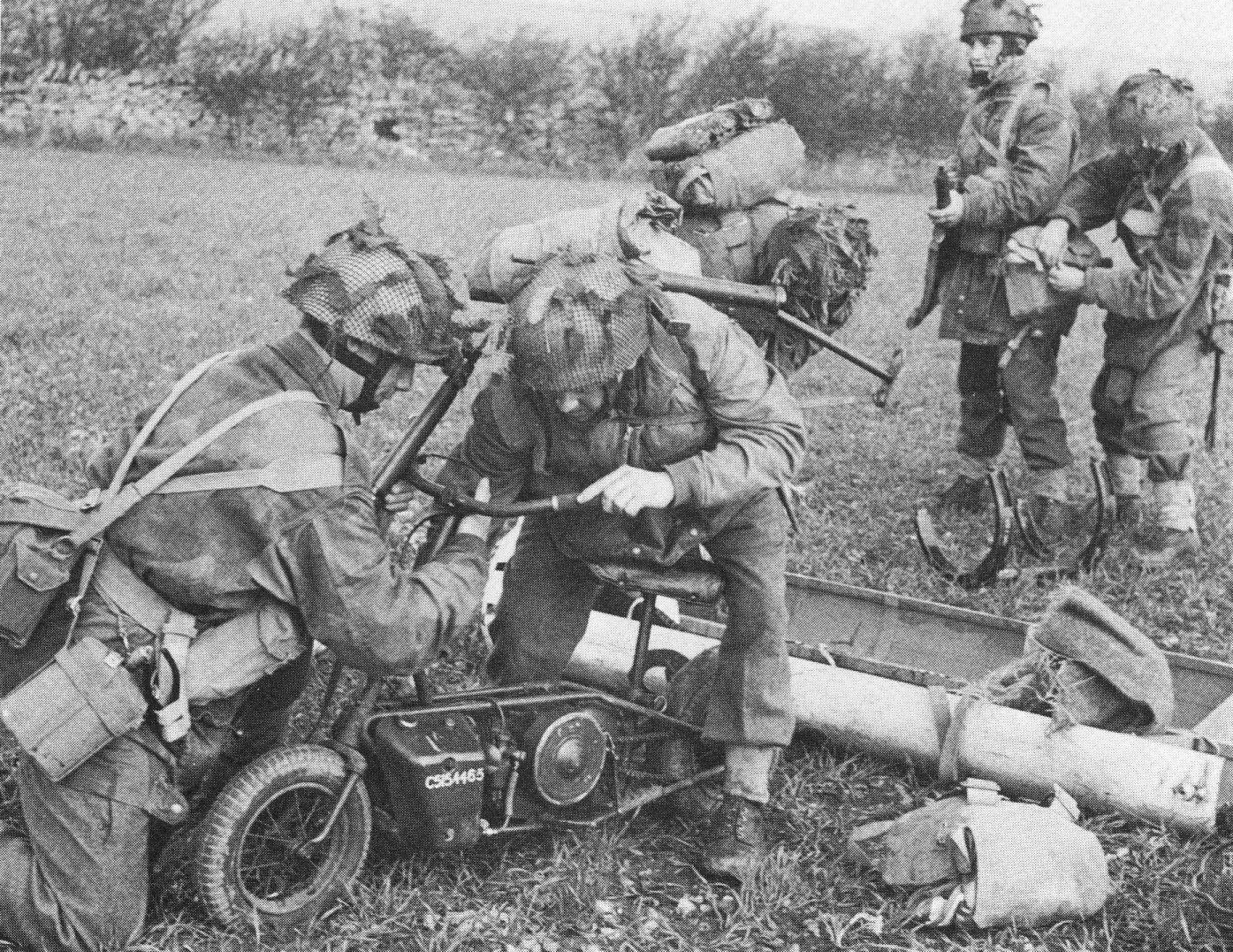 Paratroopers assembling a Welbike. The CLC canister is visible behind them. (Picture courtesy atomictoasters.com).
