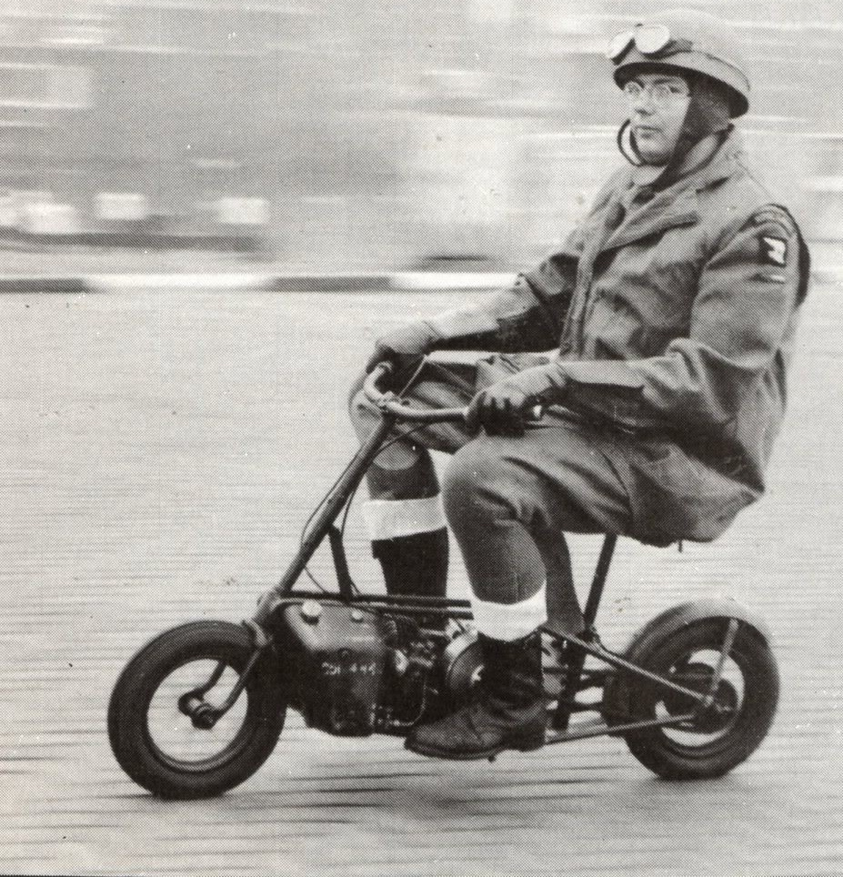 The Welbike's small wheels and limited power limited its use in combat situation but it was useful in applications such as on airfields where its small size and small wheels were not a disadvantage. (Picture courtesy fanda.nova.cz).