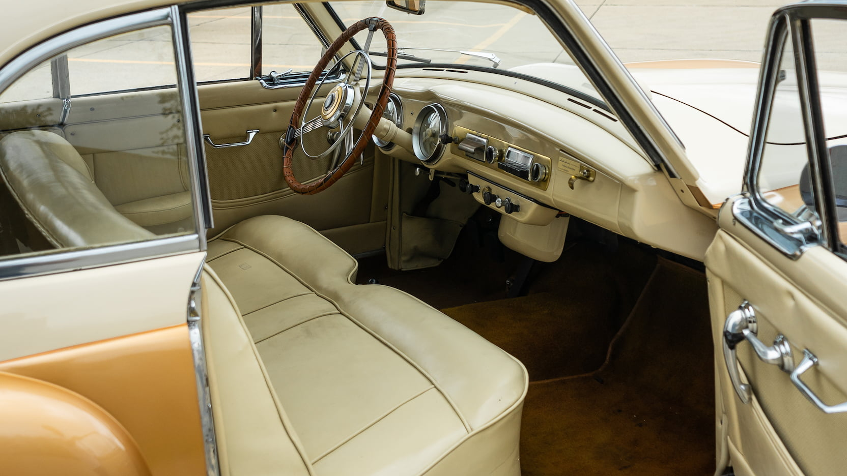 Nash-Healey Le Mans interior
