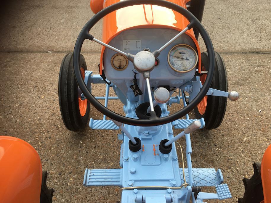Lamborghini 1R farm tractor controls