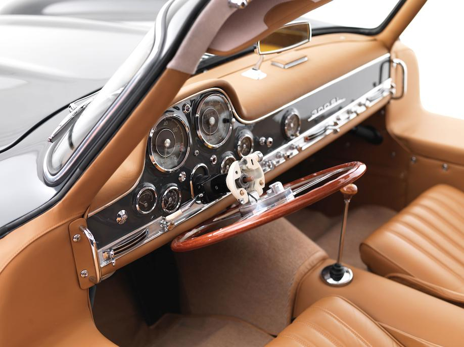 Mercedes-Benz 300SL gullwing tilting steering wheel