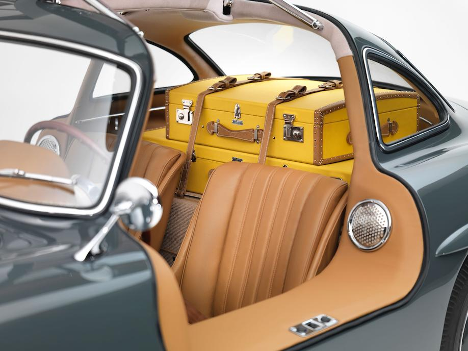 Mercedes-Benz 300SL coupé fitted luggage