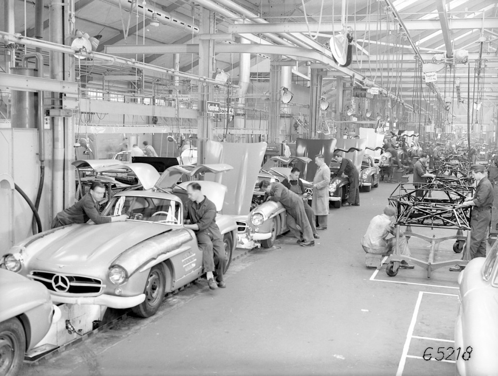 Mercedes-Benz 300SL Coupé production line