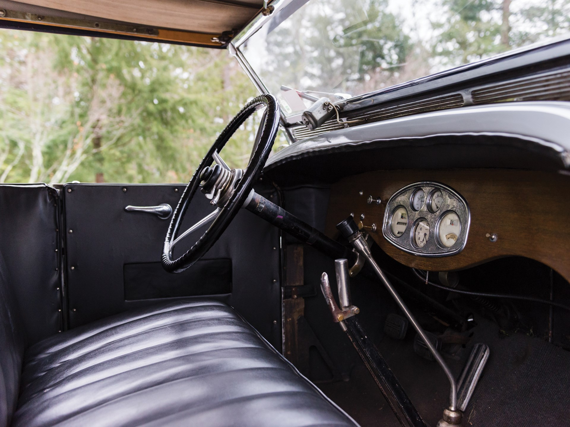 Stutz BB Four Passenger Speedster interior