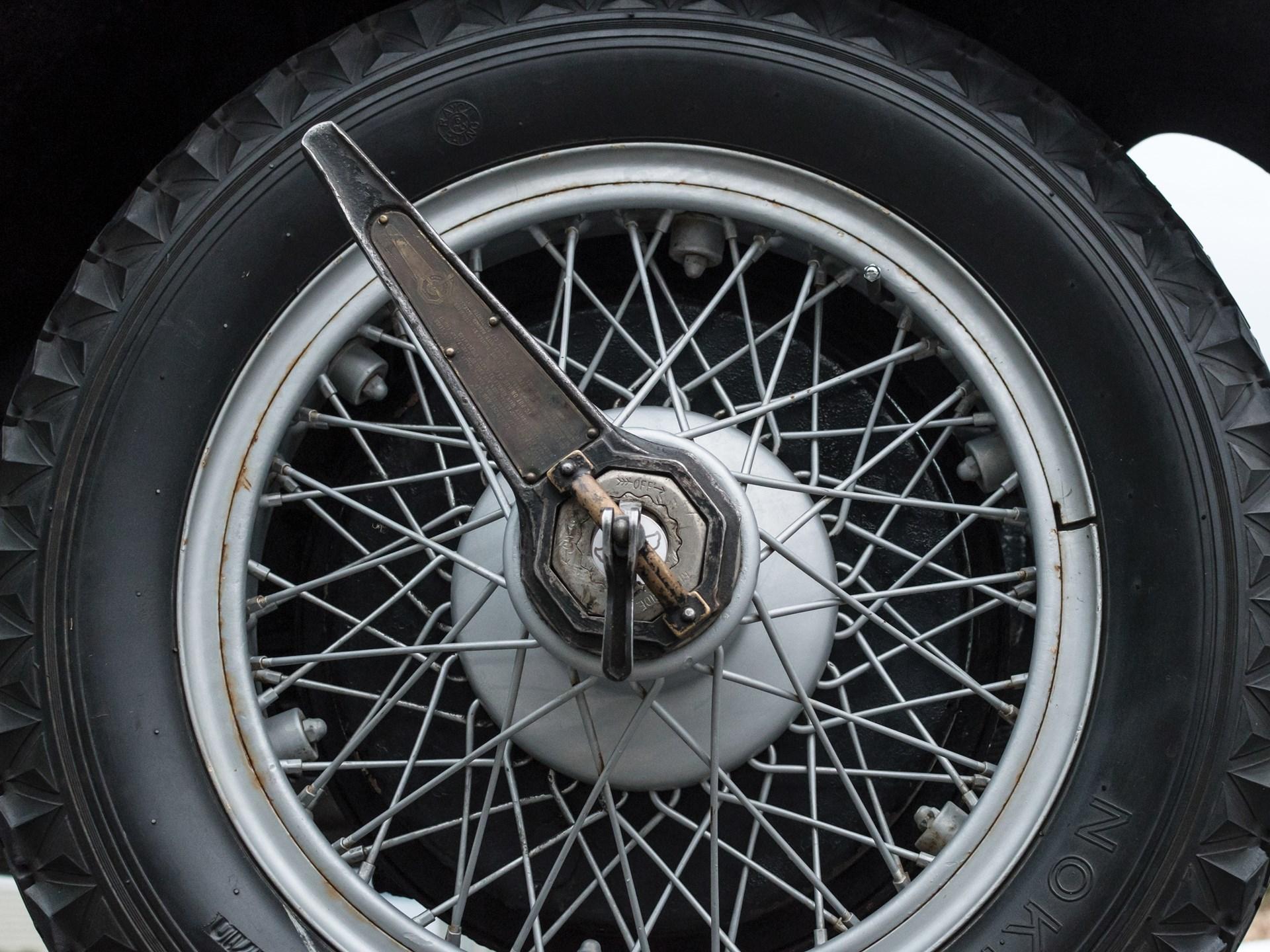 Stutz wheel brace
