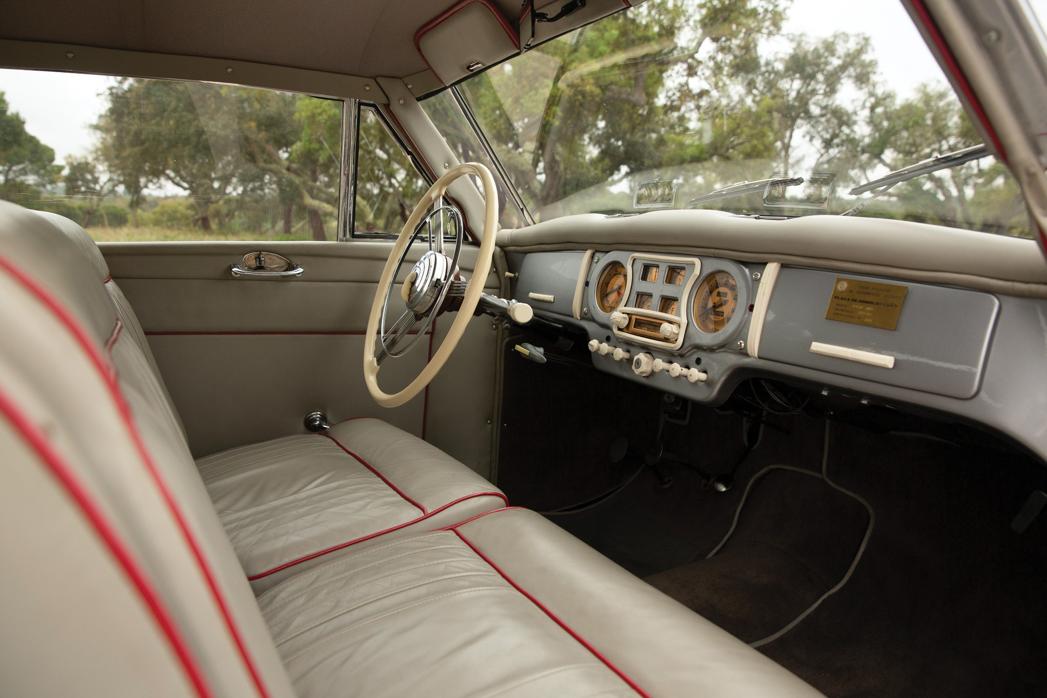 Austin A90 Atlantic interior