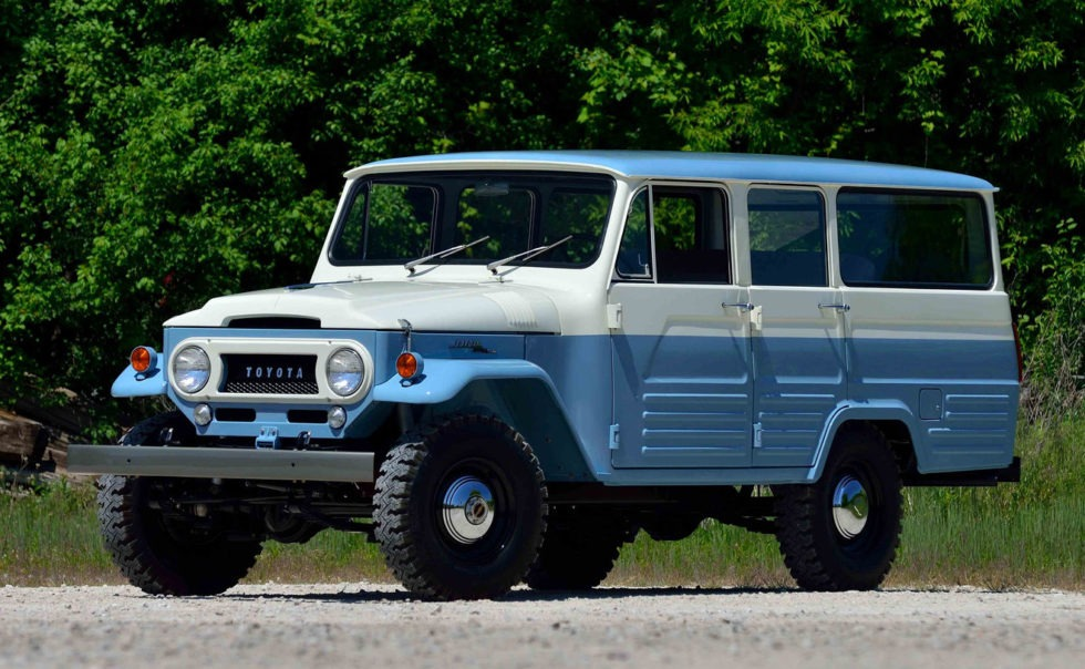 Toyota Land Cruiser FJ45V four wheel drive station wagon